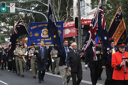 Anzac Day march down Bondi Rd.