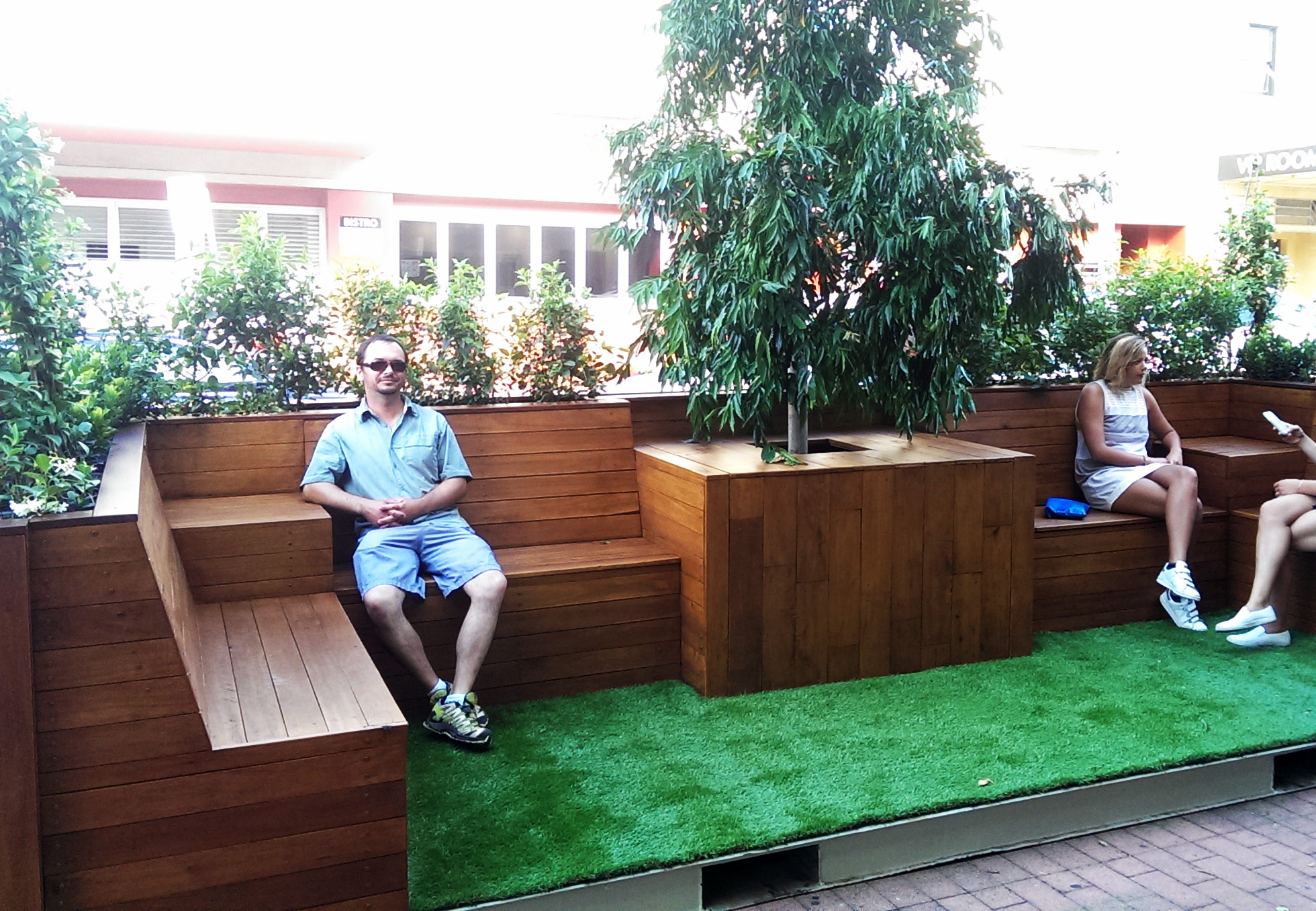 Bondi parklet on Hall St